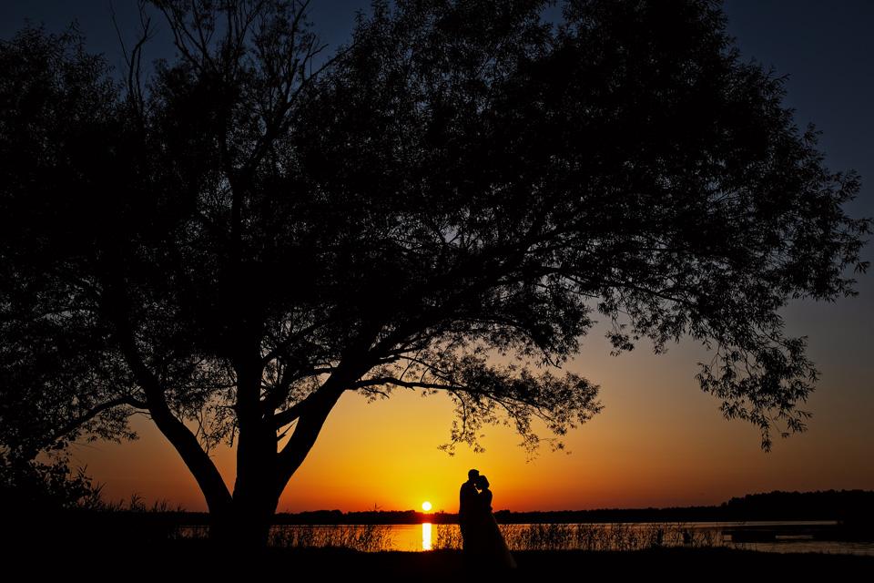 sesja ślubna nad jeziorem w Lublinie fotograf 82