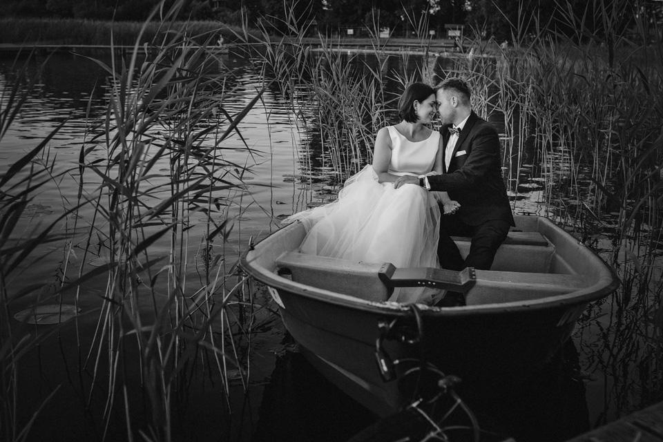 sesja ślubna nad jeziorem w Lublinie fotograf 78