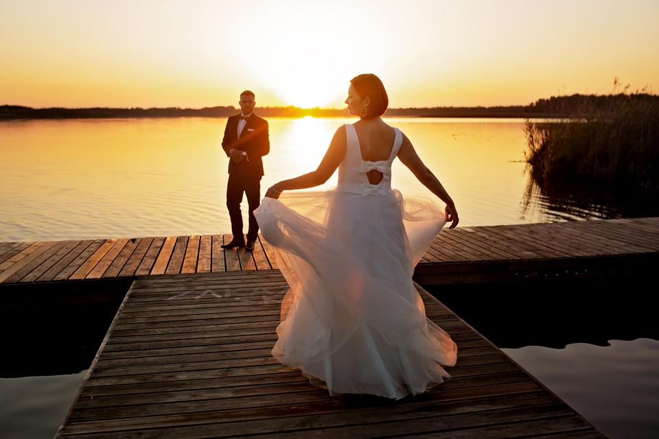 sesja ślubna nad jeziorem w Lublinie fotograf 75