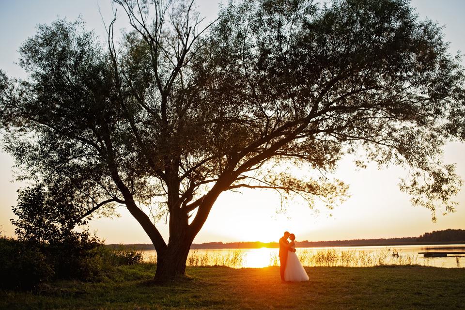 sesja ślubna nad jeziorem w Lublinie fotograf 64