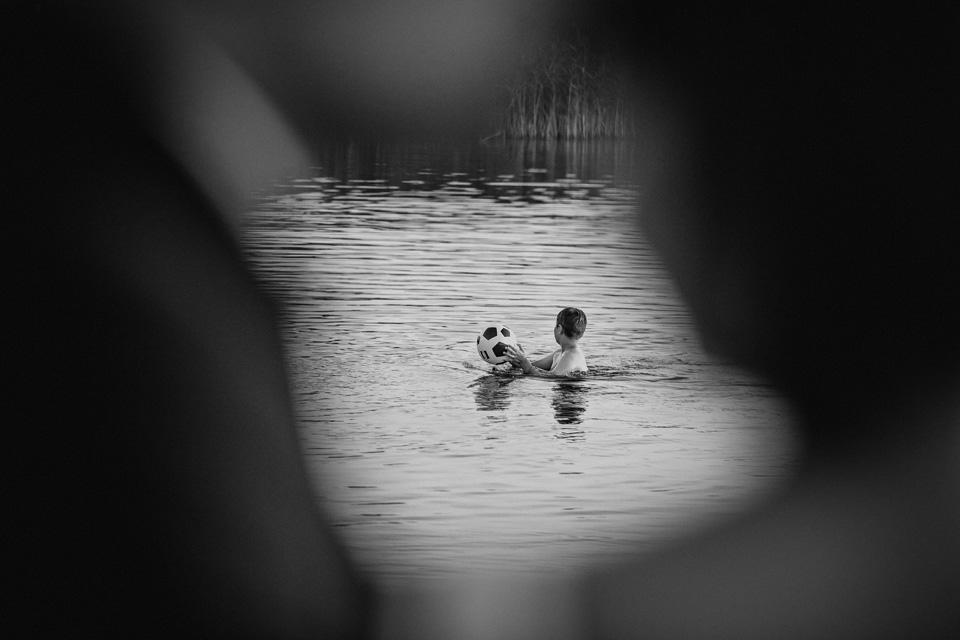 sesja ślubna nad jeziorem w Lublinie fotograf 63