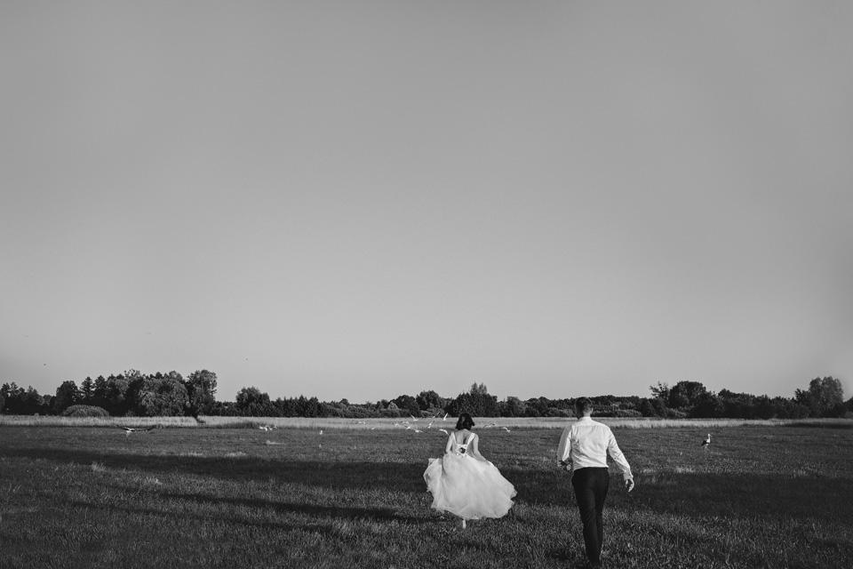 sesja ślubna nad jeziorem w Lublinie fotograf 56
