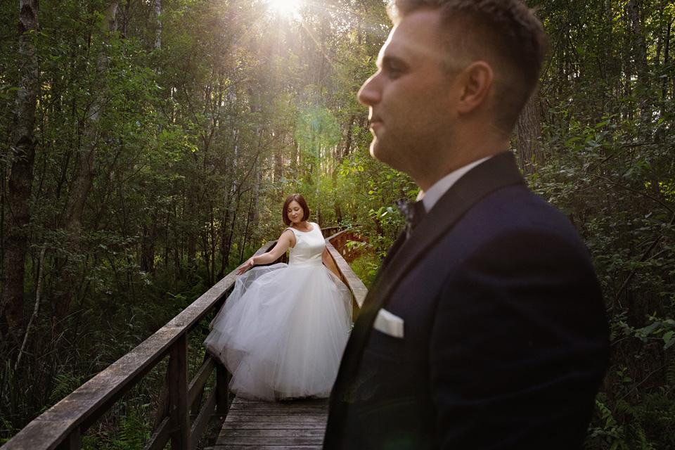 sesja ślubna nad jeziorem w Lublinie fotograf 36