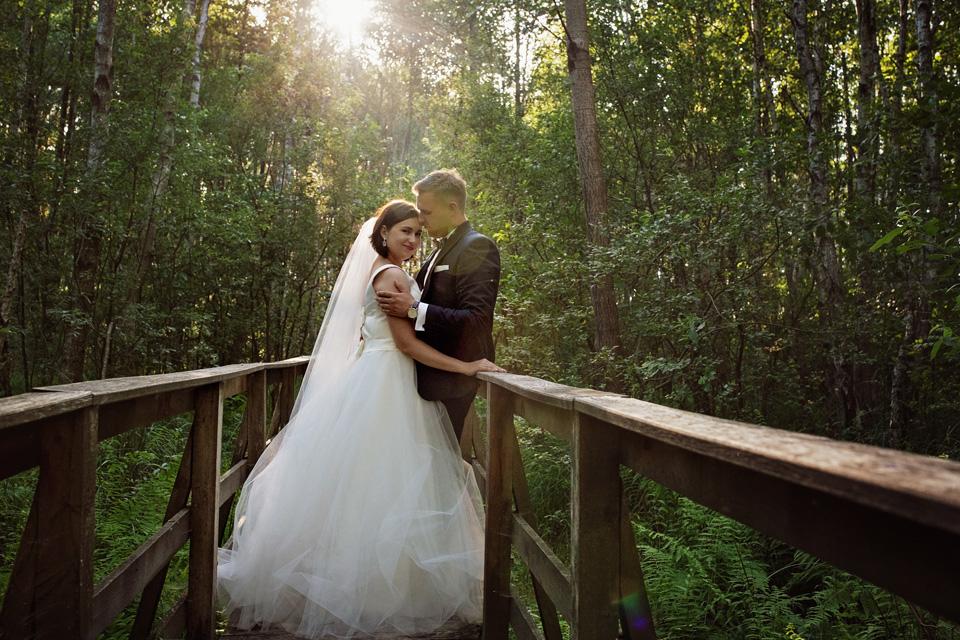 sesja ślubna nad jeziorem w Lublinie fotograf 30